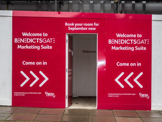 Benedict`s Gate Show Unit Opens